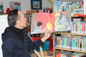 Chen mit Buch