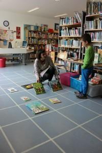 Grasso mit zwei Büchern