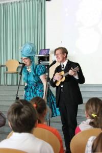 Philip und Sarah singend